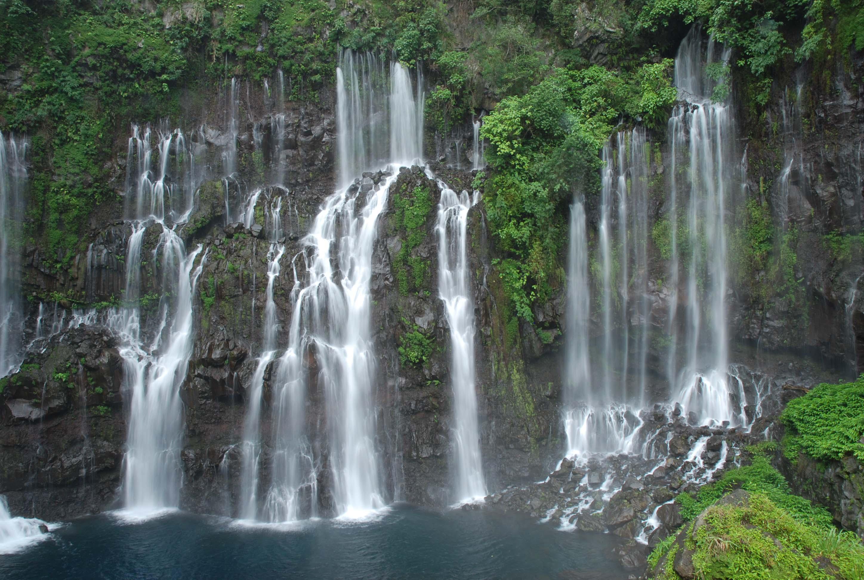 Un peu plus loin on arrive a la grande cascade du langevin